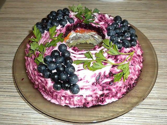 Салат «Черная гроздь»