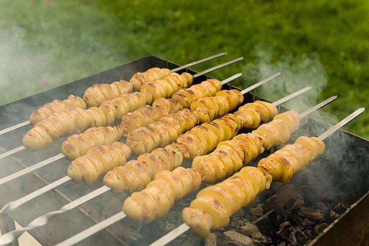 4. Картошка с салом в фольге еда, майские праздники, пикник, рецепт, шашлык