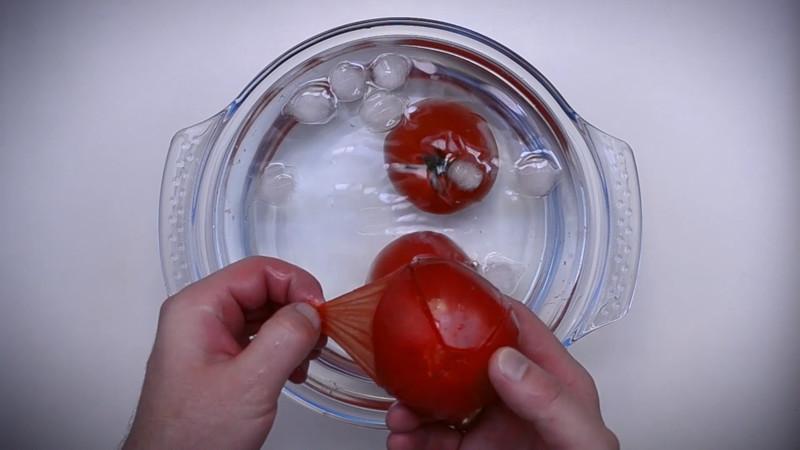 и легко отделяем кожуру от томатов кулинария, рецепт, шакшука, яичница
