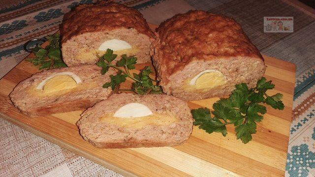 Фото к рецепту: Куриный рулет с яйцом и сыром