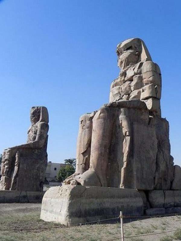 2. Колоссы Мемнона на западном берегу Нила, напротив Луксора. древний египет, история, технологии
