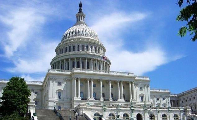 """""""Шок от посещения России"""": эксперт объяснил угрозу """"драконовских мер"""" сенатора США"""