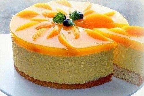 Бисквитный торт-суфле с персиками