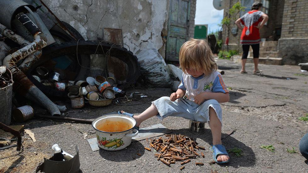 Одно из самых опасных мест на земле. Жизнь  посередине воюющих сторон,  ДНР и Нацгвардии Украины.