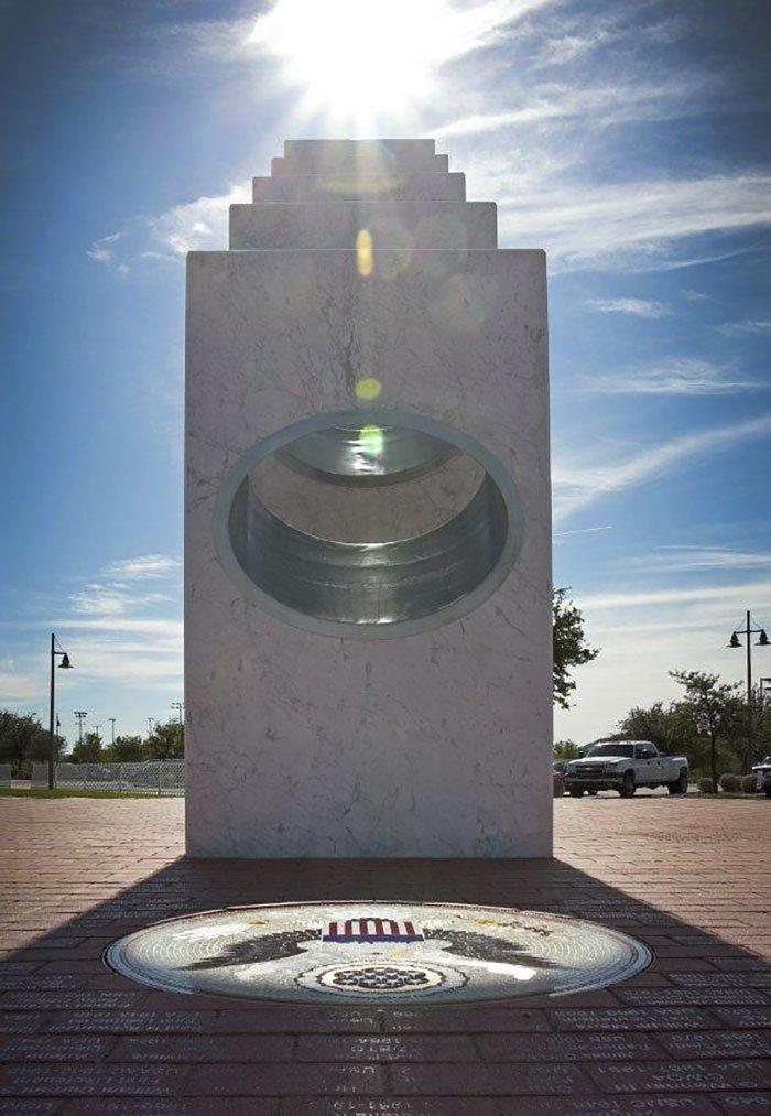 Уникальный памятник раскрывает свой замысел лишь на одну минуту в году