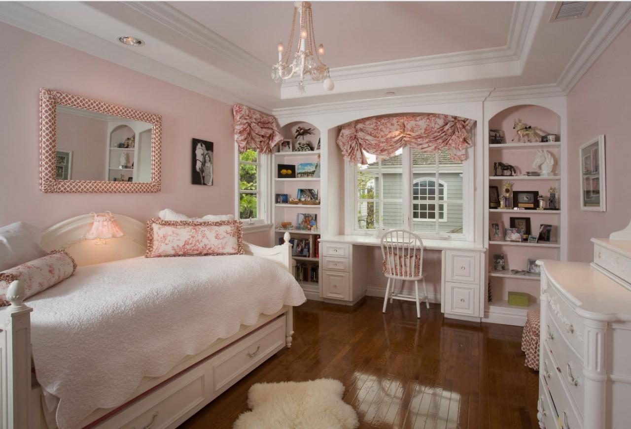 Комната в светло-розовом цвете