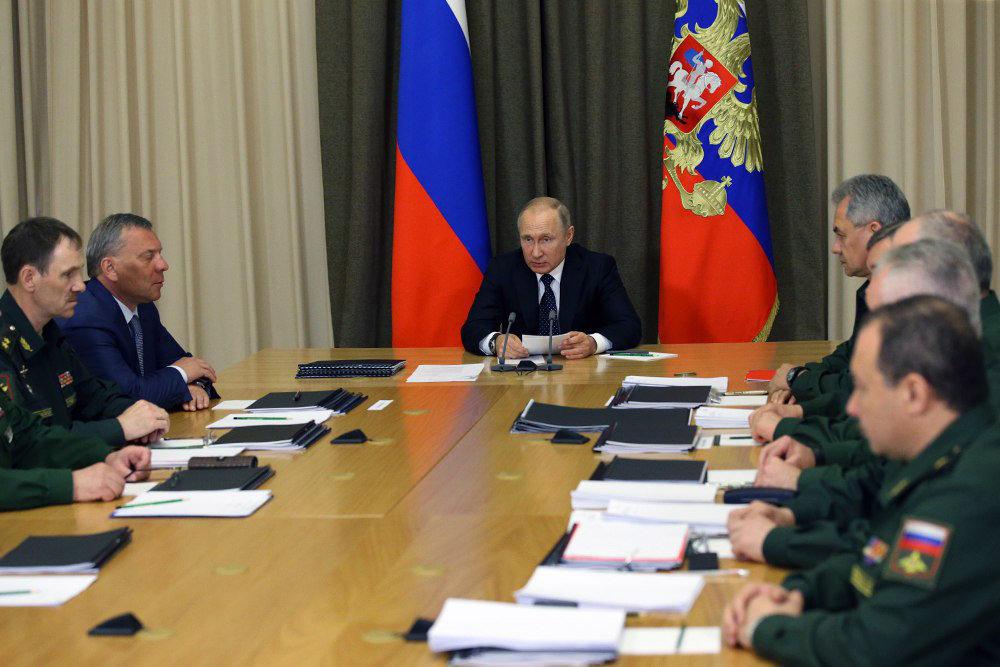 Путин призвал делать акцент на искусственный интеллект в военном деле