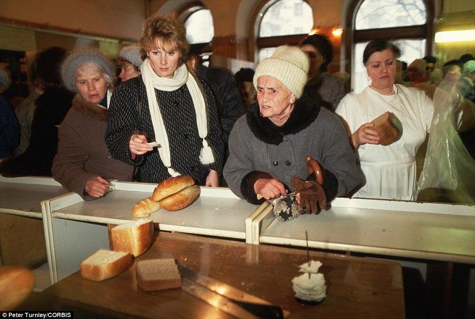 Где было лучше? В «России 90-х» или «современной путинской России»?