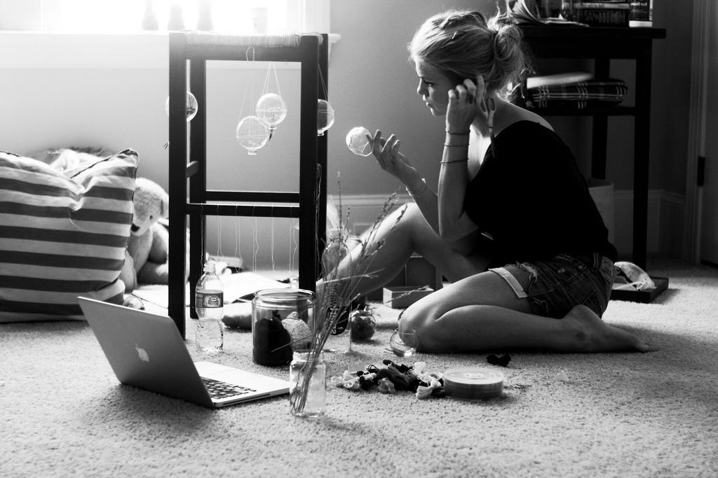 Вечные девочки и их статусы в социальных сетях