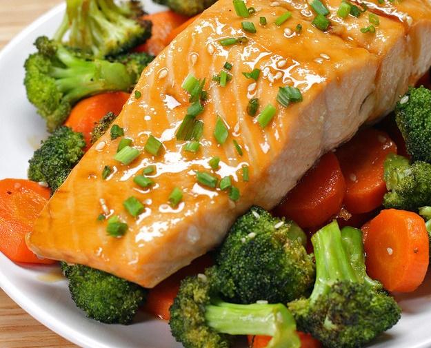 Нежный лосось с брокколи и морковью в кисло-сладком соусе. Вы будете готовить снова и снова