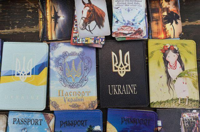 «Отжать по-тихому Закарпатье». Зачем украинцам раздают венгерские паспорта?