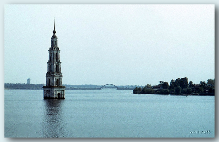 Памятник истории и архитектуры на искусственном острове Угличского водохранилища близ города Калязин.