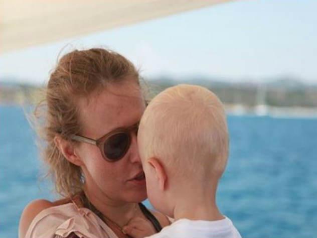 «Сладкий»: сын Собчак поцело…