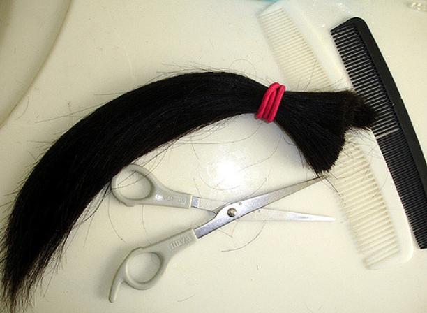 В Волгодонске учитель обрезала девятикласснице волосы за плохое поведение