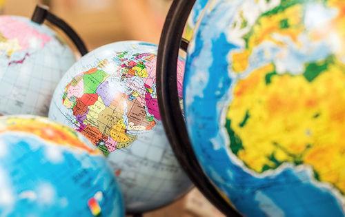 В белорусском Могилеве в продаже обнаружили глобусы, на которых Крым - часть РФ