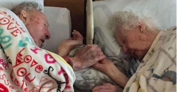 После 77 лет брака, любящая пара уснула навсегда, держась за руки