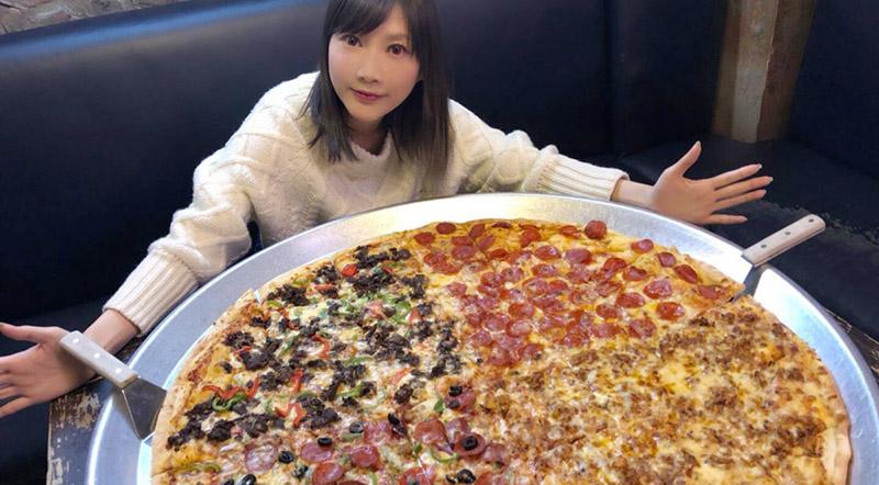 Японка съедает 60 бургеров и 3 кило лапши в один присест и остается стройной