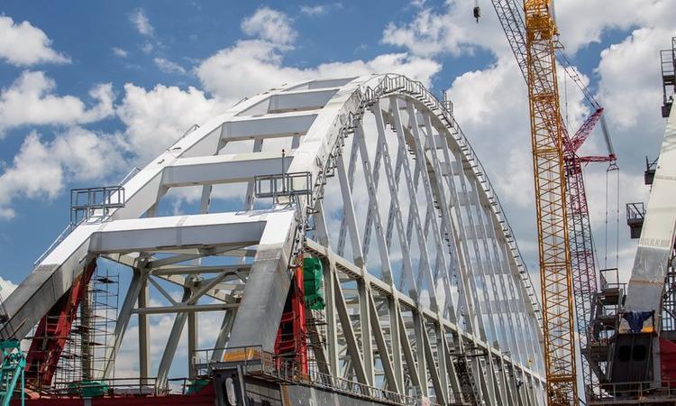 Вторая арка отправилась к Крымскому мосту