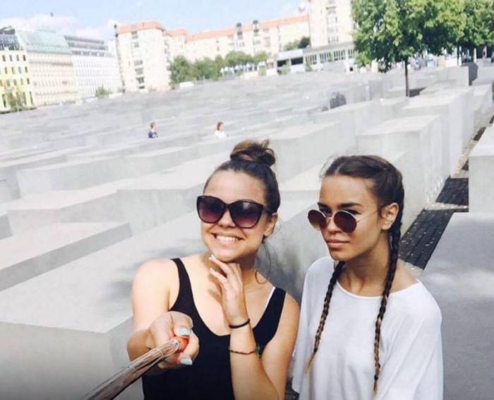 Почему нельзя фотографироваться возле мемориалов