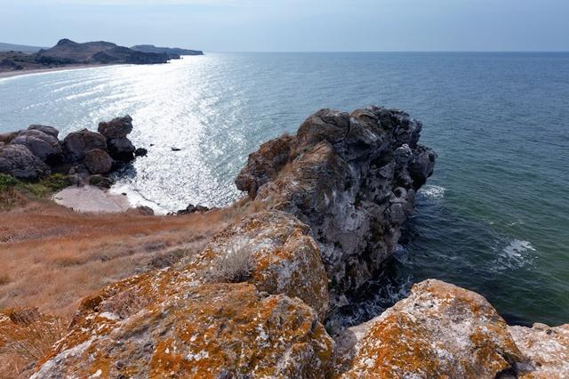Золото песка и загадки камней: фотоностальгия по крымским пляжам