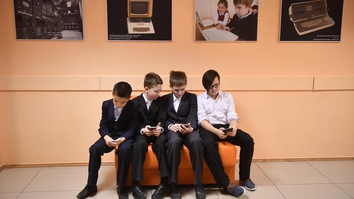 Восемь били - остальные смотрели: На Сахалине одноклассники накинулись на девочку за напоминание о домашнем задании