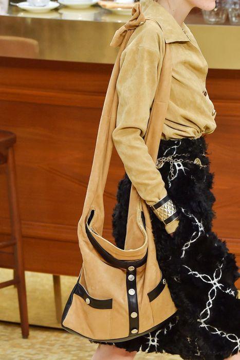 Практичная женская сумочка