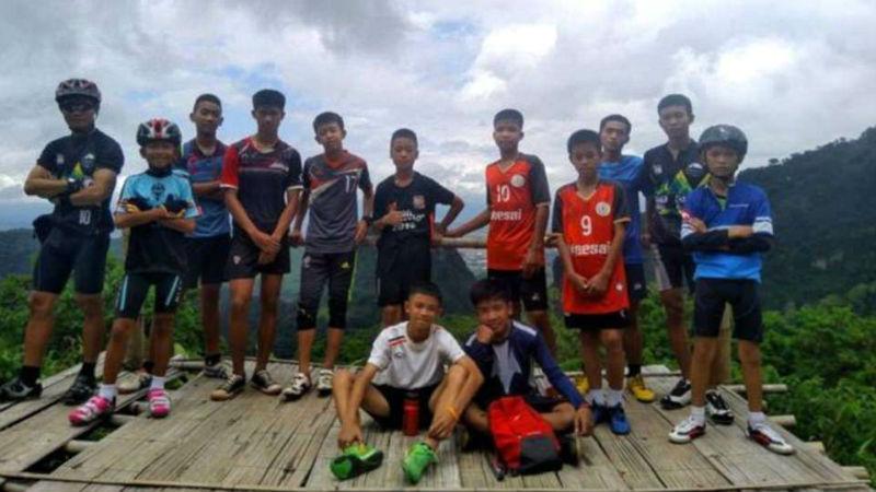 В Тайланде спасли из пещеры всех 12 мальчиков и их тренера
