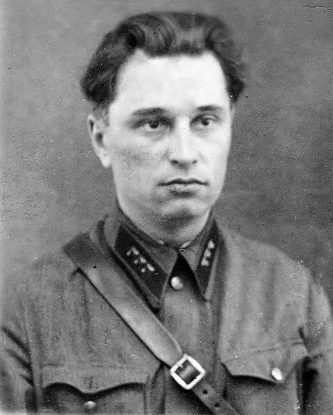 Настоящий комиссар полка НКВД: «…Немцев бью, окружен кругом. Ни шагу назад…»