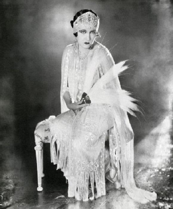 Глория Свенсон, одна из звезд Голливуда, до сих пор считается одной из самых легендарных и непревзойденных актрис времен начала кинематографа