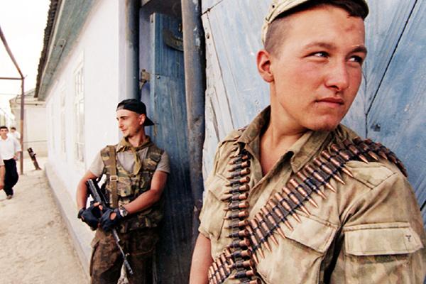 «Ты этим ножом головы не резал?». Майор Вячеслав Измайлов о чеченском конфликте, боевиках и заложниках