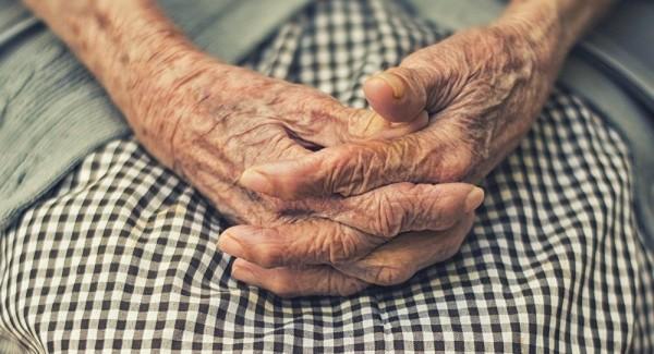 Пожилая жительница Севастопо…