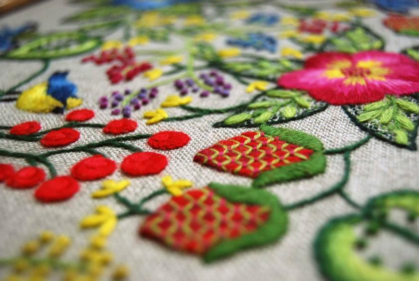 Что такое крюил — якобинская вышивка в наши дни