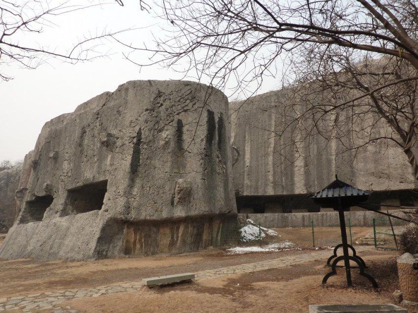Вырезав эти огромные каменны…