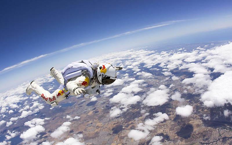 2198 Феликс Баумгартнер готовится к прыжку из космоса