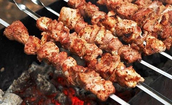 Самые популярные способы приготовить фантастически мягкое мясо на шашлыки всего за 30 минут!