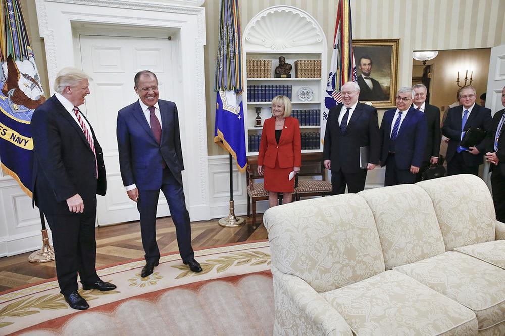 """МИД РФ расказал об """"интеллектуальной агонии"""" в американских СМИ"""