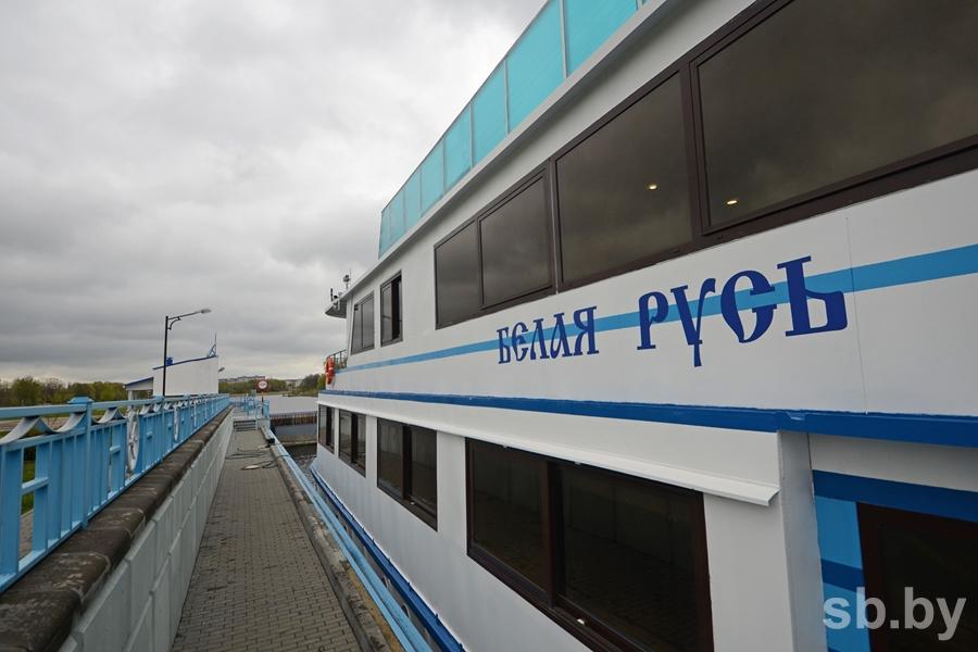 Первый белорусский круизный теплоход принимает гостей на борт в Бресте