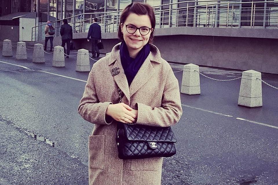 «Как змея вползла в доверие к Степаненко»: 29-летняя помощница юмориста сначала помогала его жене