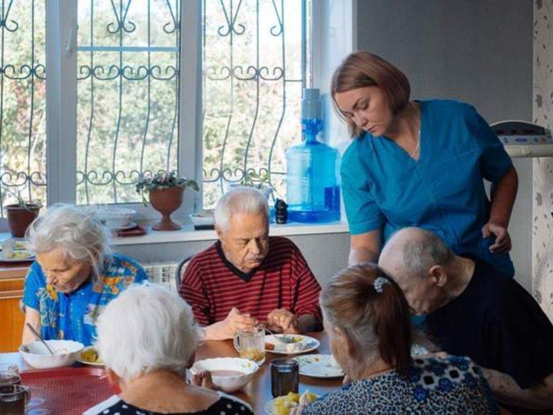 Президент, Греф и Топилин обеспокоились «престижем» домов престарелых