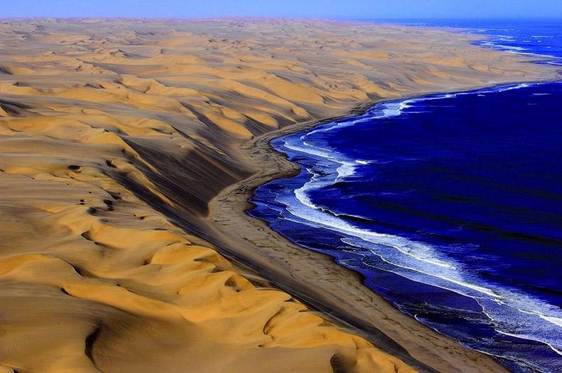Там где пустыня встречается с водой