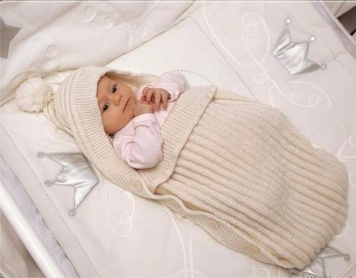 Вязаный конверт для новорожденного на выписку крючком