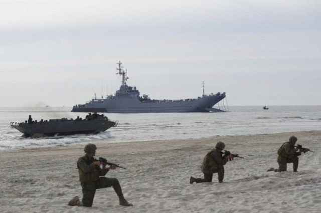 Силы НАТО показали штурм береговой линии