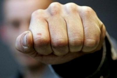 В Киеве сторонники ЛНР избили патриотку за крики СУГС