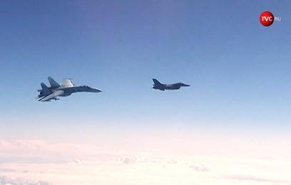 Су-27 отогнал натовский F-16 от самолета Шойгу. Видео