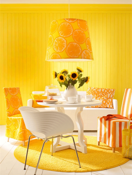Яркий дизайн стен на кухне