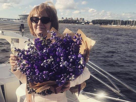Ваенга отметила день рождения мамы на яхте с шампанским