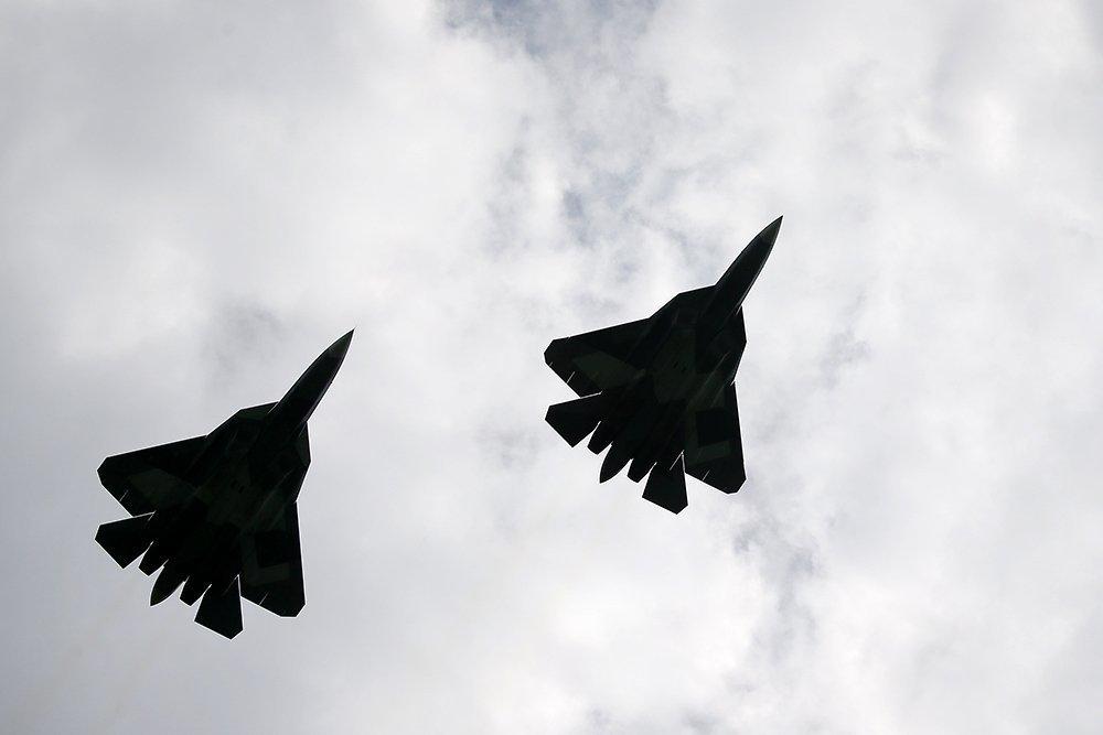 """В США описали """"битву века"""" между Су-57 и F-22"""