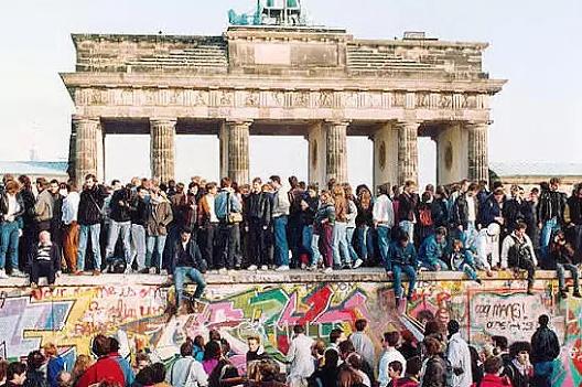 Восточные немцы заголосили: …