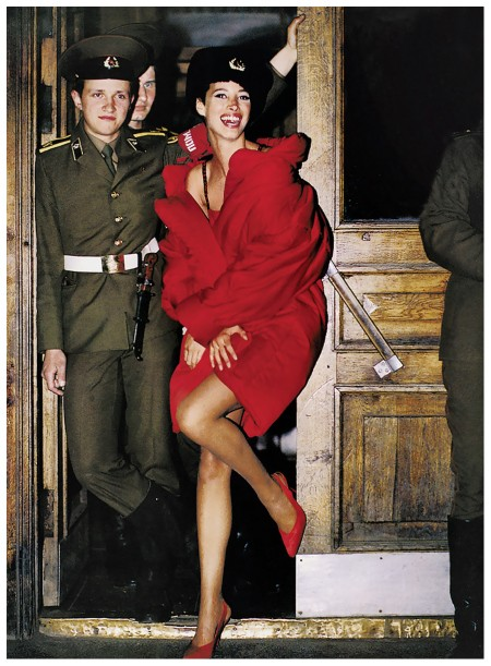 christy-turlington-at-the-red-army-barracks-in-leningrad-1990