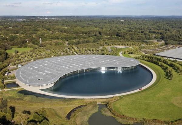 Футуристическая фабрика компании McLaren